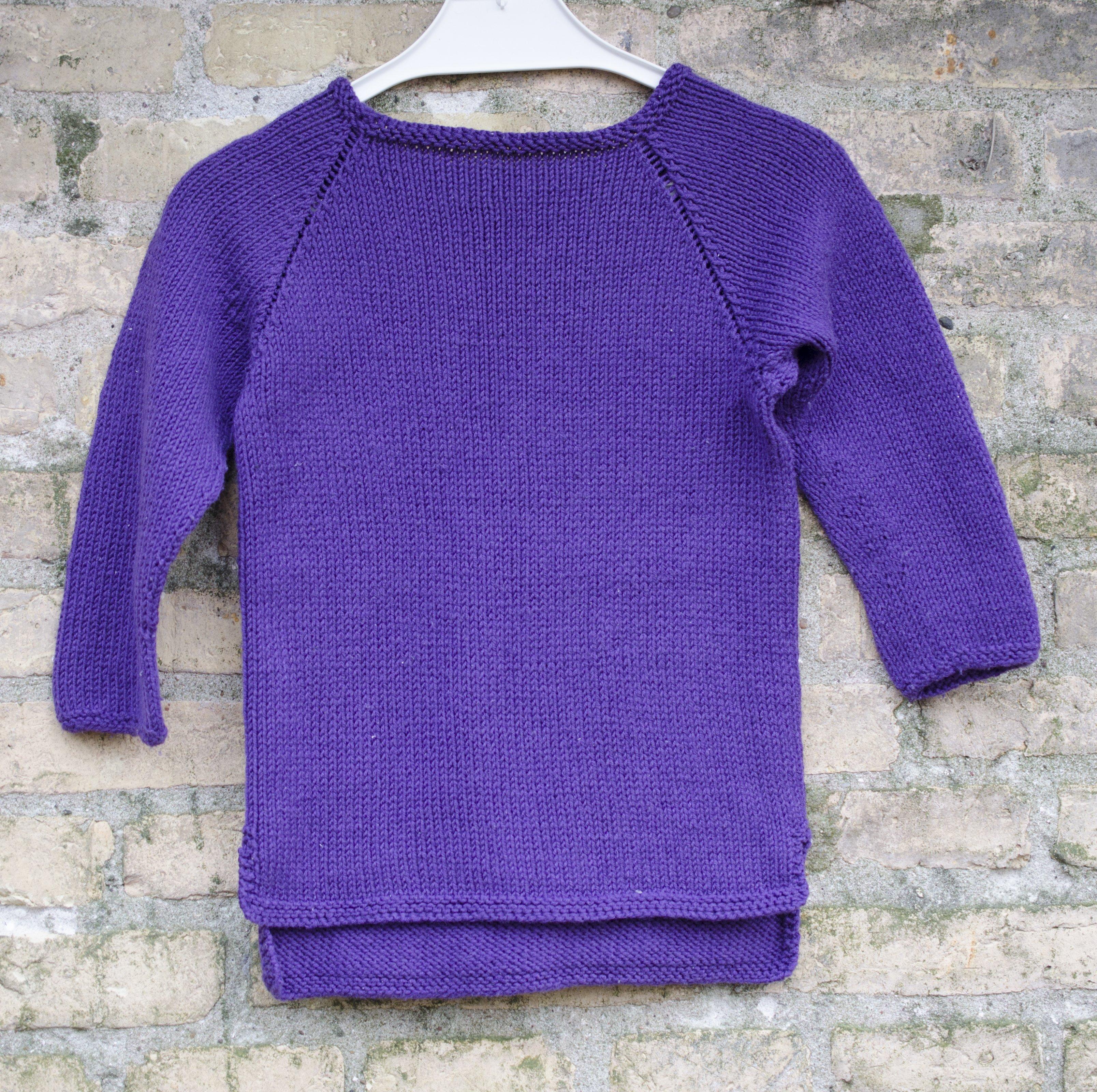 Strikkeopskrift på enkel bluse til dreng, piger, baby og børn
